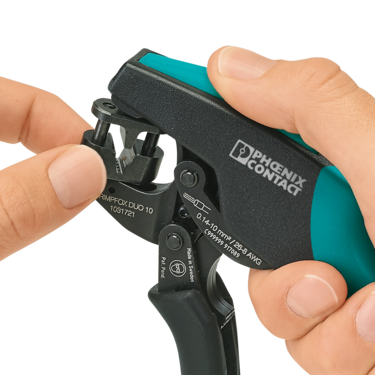 The CRIMPFOX DUO crimping tool allows ferrules to be inserted from the front or the side