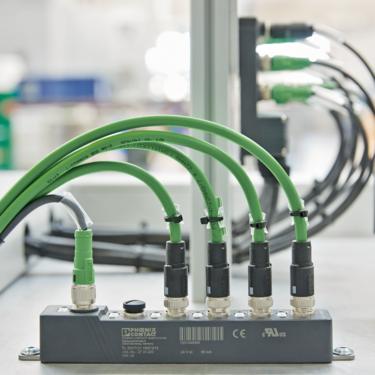 配備五個防濺乙太網通訊埠的非管理型交換器