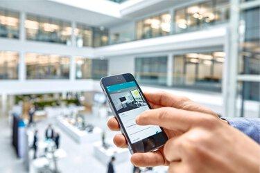 利用智慧型手機控制空間自動化