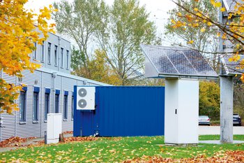 Battery storage system in front of a building