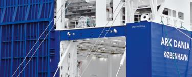 滾裝船上的艉斜道控制系統