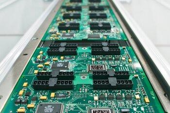 Montage sur circuit imprimé avec la technique du montage en surface