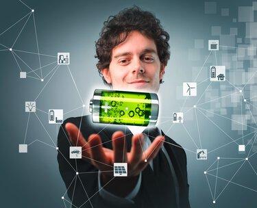 Opérateur avec une batterie verte et icones pour l'intégration sectorielle