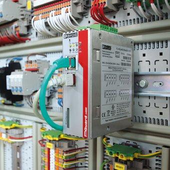Routeurs de sécurité mGuard dans l'armoire électrique