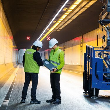Phoenix Contact tunnel experts standing in a tunnel