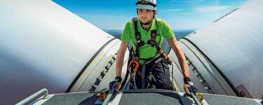 Onderhoudsmonteur op windturbine