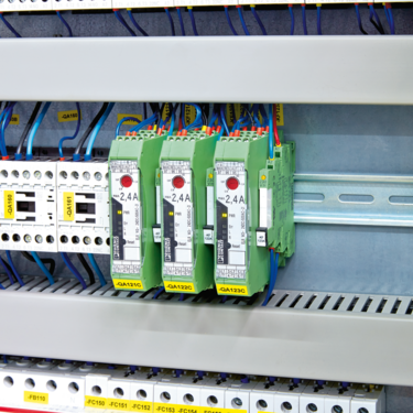 Hybrid motor starters in the control cabinet of a Hengst SE & Co. KG assembly plant