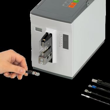 Dispozitiv automat de sertizare