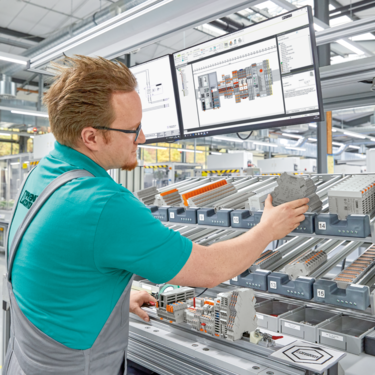 Shaping control cabinet building together: our experts will provide advice for the comprehensive optimization of your processes.