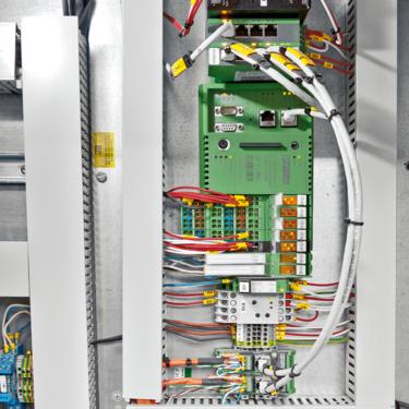 ILC 370 PN/M 透過 PROFINET 協議來控制所有安裝在渡輪上的系統