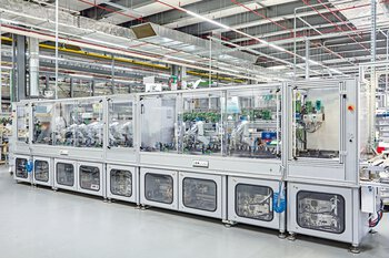 Modular production line made up of in-house machine building from Phoenix Contact