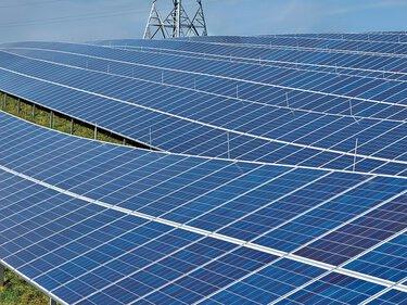 光伏發電場中的太陽能面板