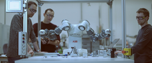 W budowanych maszynach stosowane są nowoczesne rozwiązania automatyki przemysłowej i robotyki.