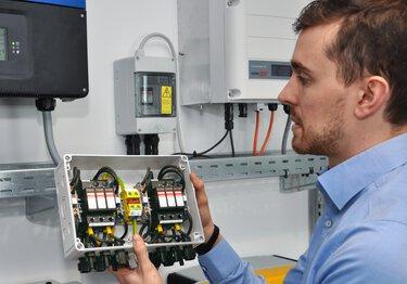 Constructeur d'appareils avec application avec des connecteurs de Phoenix Contact